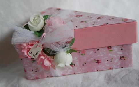 Pink cake slice box