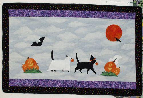 Black kitties halloween quilt